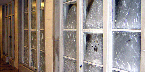 Frost on uninsulated steel windows